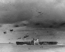 Enterprise tijdens de slag om de Santa Cruz eilanden, 26 oktober 1942.