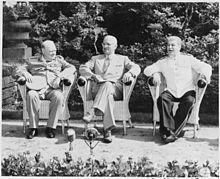 Winston Churchill, Harry S. Truman e Joseph Stalin alla conferenza di Potsdam, metà 1945.