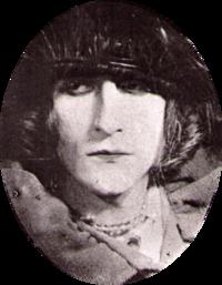 Portret van Duchamp als 'Rrose Sélavy', door de surrealist Man Ray. Merk op dat 'Sélavy' klinkt als C'est la vie (dat is het leven!).