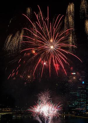 Ohňostroj na singapurskej rieke Hongbao počas Lampiónového festivalu v roku 2015