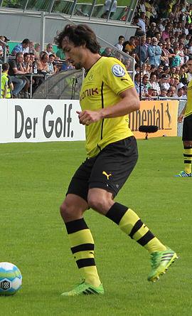 Hummels in azione per il Borussia Dortmund nel 2013