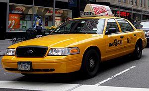 De gele Ford Crown Victoria taxi van New York City.