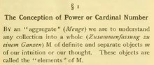 Cantors oorspronkelijke definitie van een verzameling: Onder een aggregaat (...) verstaan we elke verzameling tot een geheel (...) M van welomlijnde en afzonderlijke objecten m van onze intuïtie of onze gedachte. Deze objecten worden de elementen van M genoemd.