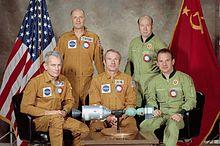 Sovjet- en Amerikaanse bemanningen met Apollo-Sojoez-model, 1975