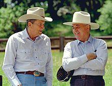 Reagan s Gorbačovem na Reaganově ranči Rancho del Cielo, 1992