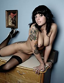 Raczej bardziej zauważalne tatuaże