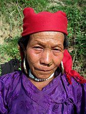 Tibeto-Burman vrouwen van Tamang kaste in plattelands outfit