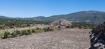 ...en het tegengestelde uitzicht, vanuit de piramide van de zon.