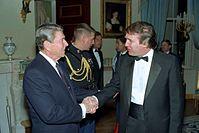 Troef die president Ronald Reagan de hand schudde in het Witte Huis, 1987...