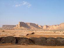 Het Nejd landschap: de woestijn en de Tuwaiq Escarpment bij Riyadh