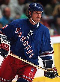 Wayne Gretzky, empossado em 1999.